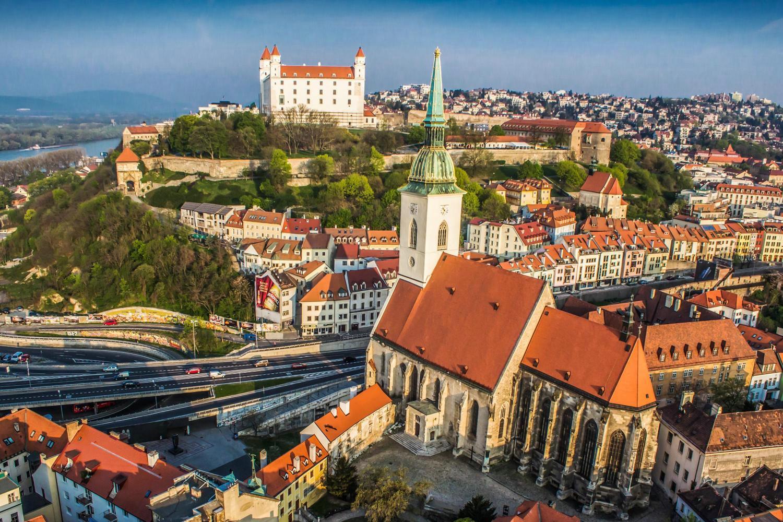 Как оформить визу в Словакию в 2019 году: документы, цены, заполнение заявления